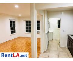 301 N Sycamore Ave #5