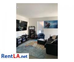 Available Private Bedroom and Bathroom in 2 bedroom Apartment Downtown - Image 1/9
