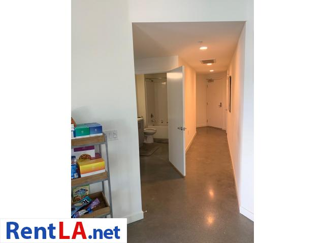 Available Private Bedroom and Bathroom in 2 bedroom Apartment Downtown - 8/9