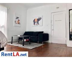Hollywood Corner Apartment Overlooking Netflix Studios Studio District