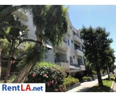 Large room for rent in beautiful Sherman Oaks condo