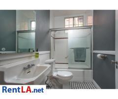 4 bedroom fully furnished house in Los Feliz - Image 13/20