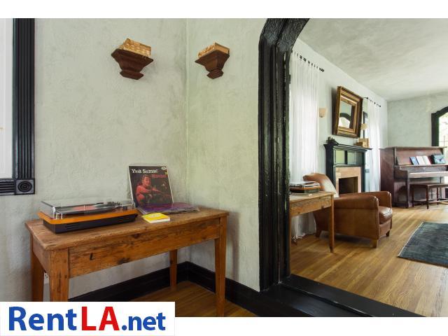 4 bedroom fully furnished house in Los Feliz - 19/20