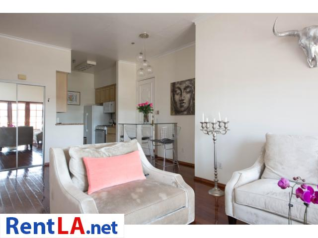 Glam meets rustic-chic in this cozy 1-bdrm fully furnished apartment - 3/10