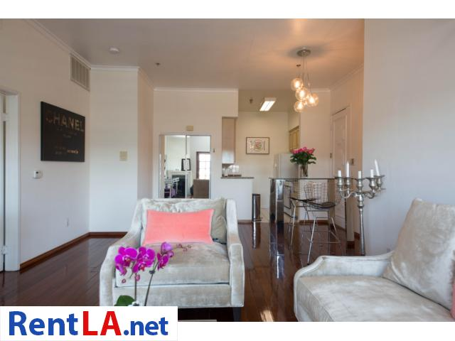 Glam meets rustic-chic in this cozy 1-bdrm fully furnished apartment - 4/10