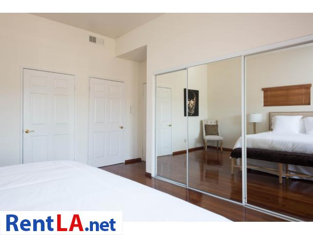 Glam meets rustic-chic in this cozy 1-bdrm fully furnished apartment - 8/10