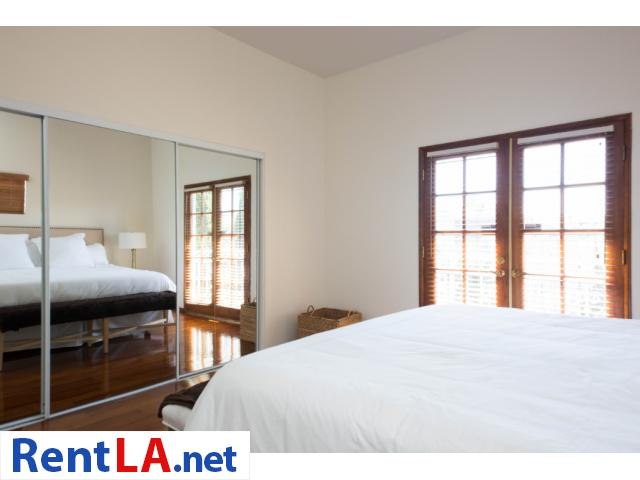 Glam meets rustic-chic in this cozy 1-bdrm fully furnished apartment - 9/10