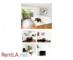PLACE IN A ROOM IN THE CENTER OF HOLLYWOOD FOR A LONG TERM!  MEN ONLY - Image 1/6