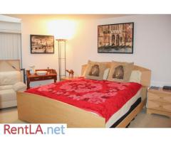 Luxurious and large master suite guest bedroom in Bel Air - Image 1/20