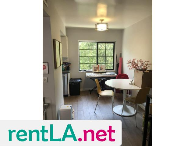 BED IN 2BR/2BA IN HOLLYWOOD, GREAT LOCATION AVAILABLE 6/1 - 5/5