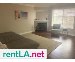 Large Master bedroom- Looking for two female roommates - Image 2/6