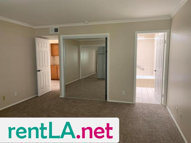 Large Master bedroom- Looking for two female roommates - 6/6